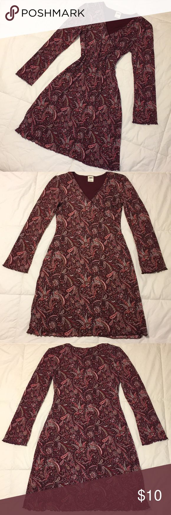🌼💜 Old Navy Paisley Dress Beautiful deep rose and light pink paisley long sleeve dress! This dress is so pretty, lightweight, and perfect for spring! Ruffled hemline on sleeves and base of dress. EUC - no pulls, runs or stains anywhere! Color isn't as purple as pictures show, last picture shows true colors best.  🖤 BUNDLE TO SAVE 🖤 Old Navy Dresses Long Sleeve