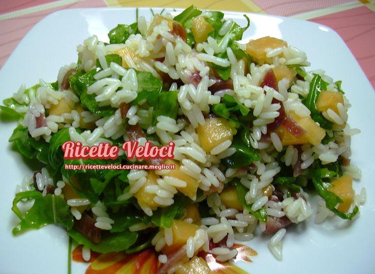 Insalata di riso con prosciutto melone e rucola