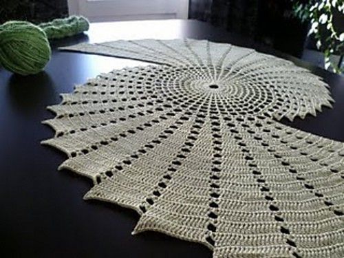 This crochet mat/rug needs to go on my lounge floor