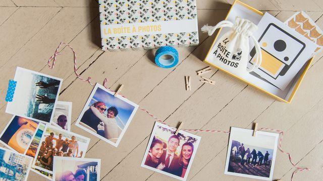 """Quarante photos en tirage Polaroïd, des pinces à linge, une corde, un rouleau de Masking Tape... Vendue 24,95 euros, la """"Boîte à Photos"""" de Polabox donne un tas d'idées pour mettre en valeur ses photos de mariage."""