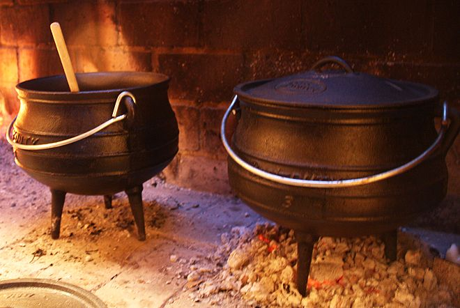 The cast-iron pot is an iconic symbol of the South African braai and makes the perfect gift.