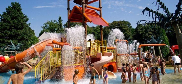 Speeltuin Linnaeushof is de grootste speeltuinvan Europa en biedt gegarandeerd uren speelplezier voor jong en oud.Waterfietsen, kabelbanen, glijbanen, een monorail, een springkussen, hangbr