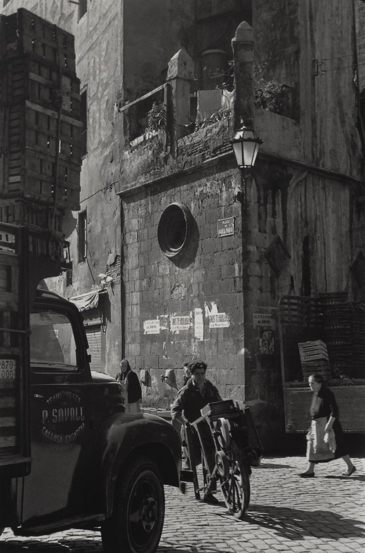Pça. Santa María del Mar, Barcelona (Catalonia) 1950s  Photo: Francesc Catala Roca