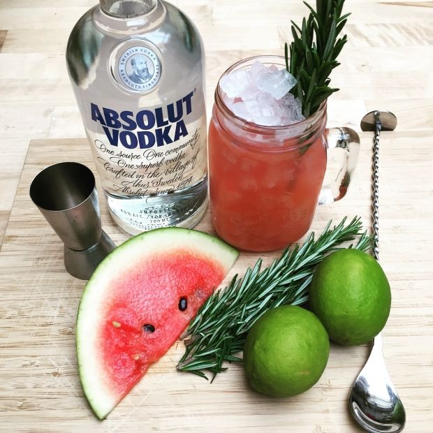 Forfriskende drink med rosmarin