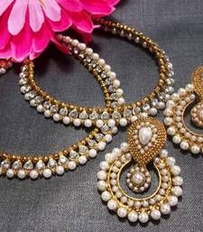 Elegant pearl polki with wonderful Pearl to add a touch of class and elegance with diamentes wrapping small balls
