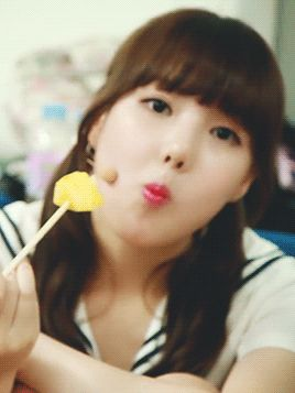 This is a gif of Ye-rin Jung from the Kpop girl band GFriend,