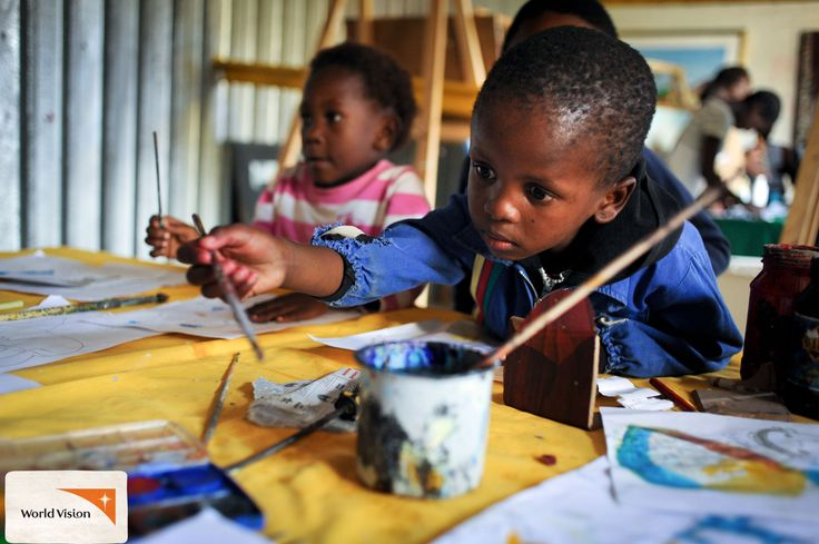 #SouthAfrican children participate in an #art class run by #WorldVision and Mapaseka Mabe. Photo by Eugene Lee, World Vision