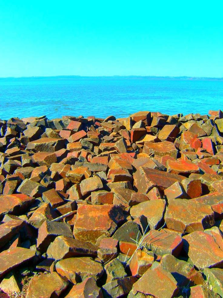 Itacua, Encarnación itaua significa en español agujero de piedra