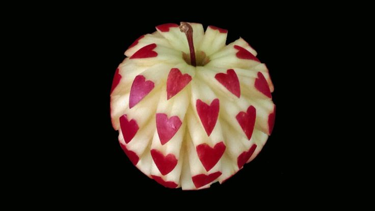 *I really want to master a few carvings ^_^ This one would be so cute for Valentine's Day!* Beautiful Heart Apple - Intermediate Lesson 14 by Mutita Art of Fruit & Vegetable Carving