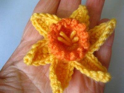 free #crochet daffodil flower pattern