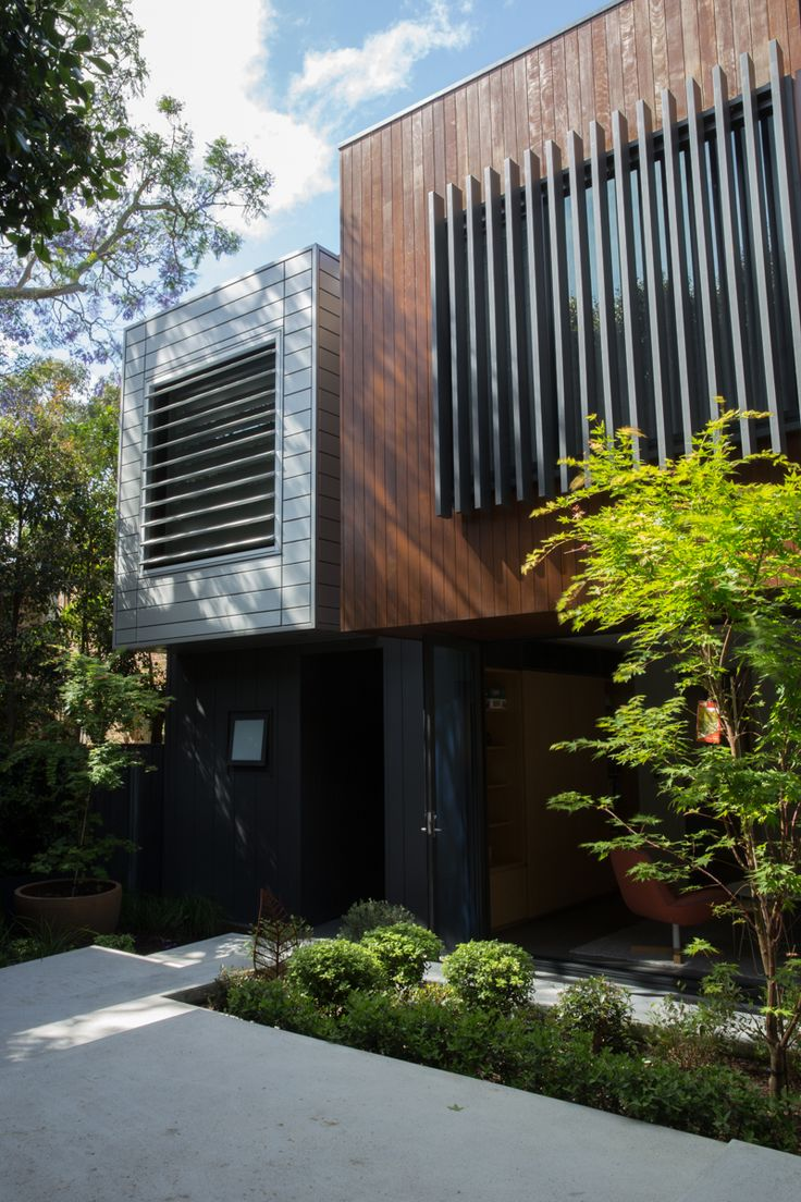 """Timber and tin"" - contrasting contemporary facade materials in Birchgrove"