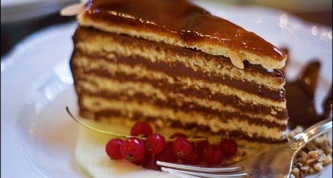 O cofetărie din Ardeal respectă reţeta tortului Doboș, ţinută secretă 20 ani. Iată secretul cofetarilor