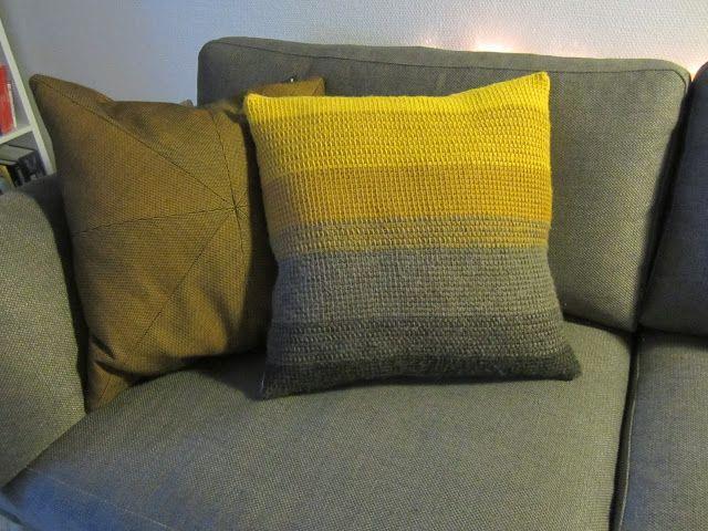 Endelig!! Projekt hæklet sofapude har nået vejs ende!   Det har også taget mig ca. 1 måned, dog med en eksamensperiode inde imellem. Men eks...