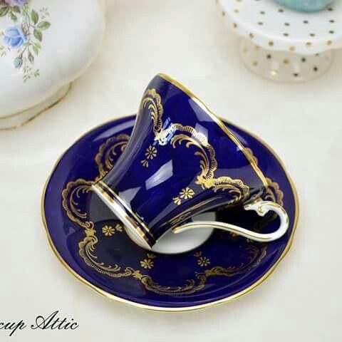Elegant cobalt &golden lefleur detail
