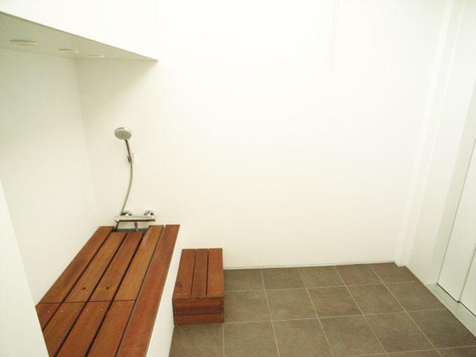 足洗い場のあるエレベーターホール