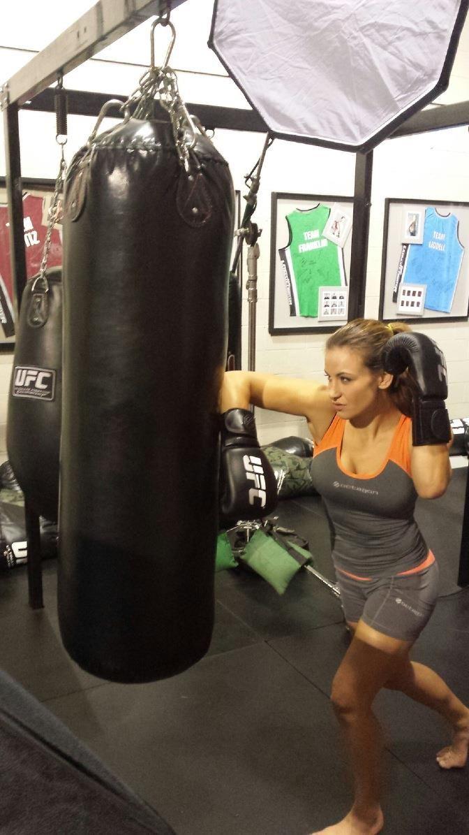 Hot MMA star Miesha Tate training for that strap!