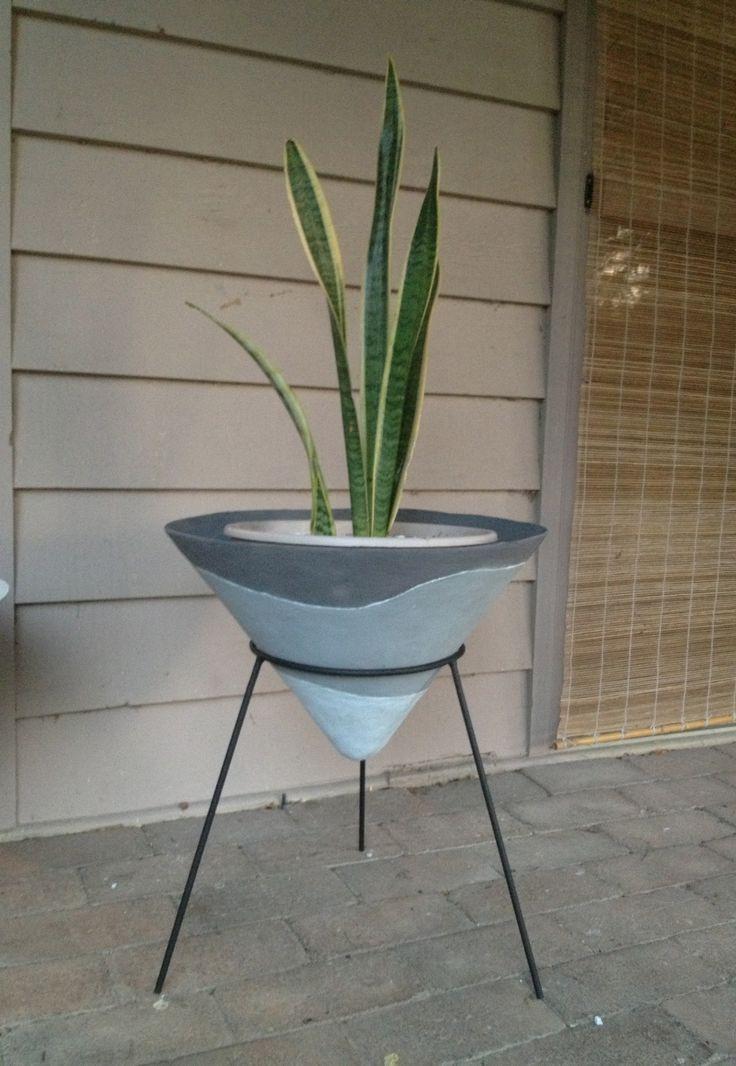 Kurrlson 50s style fibreglass/cement cone planter and tripod stand