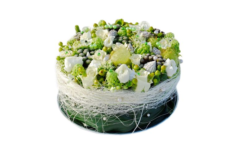 White-flower cake