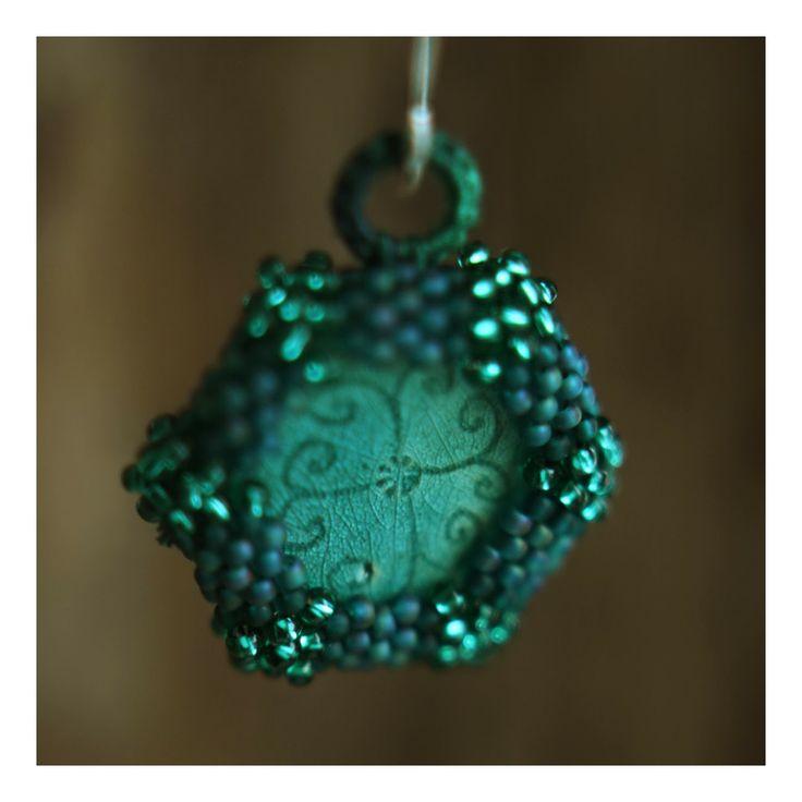 kolczyki. ceramika, koraliki / earrings. ceramic, beads. /// http://karolina-g.blogspot.com/2014/01/turkusowy-odpoczynek.html