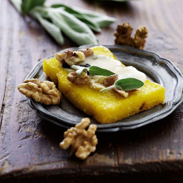 Ristet polenta med gorgonzola og valnødder