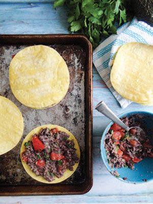 Receta de quesadillas con frijoles negros, cilantro y aguacate