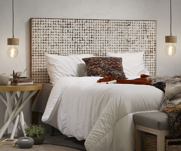 Raffinata e particolare testata per letto singolo, matrimoniale o una piazza e mezza. Una favolosa lavorazione artigianale del legno di cocco, che forma dei tasselli che danno vita ad un incantevole mosaico. Racchiude un design curato ed attento. Naturalezza e semplicità, che mettono in evidenza la luminosità, conferendo alla vostra camera da letto gran gusto.