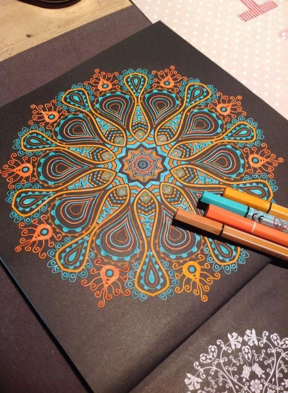 мандала арт - Поиск в Google Metallic pens on dark paper mandala! Beautiful! ❤️