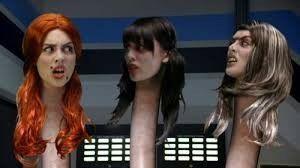 Aquabats Super Show - Stagione 1 Episodio 5: Ladyfingers (la sirena con 3 teste). Personaggi: Hera Vera e Quera