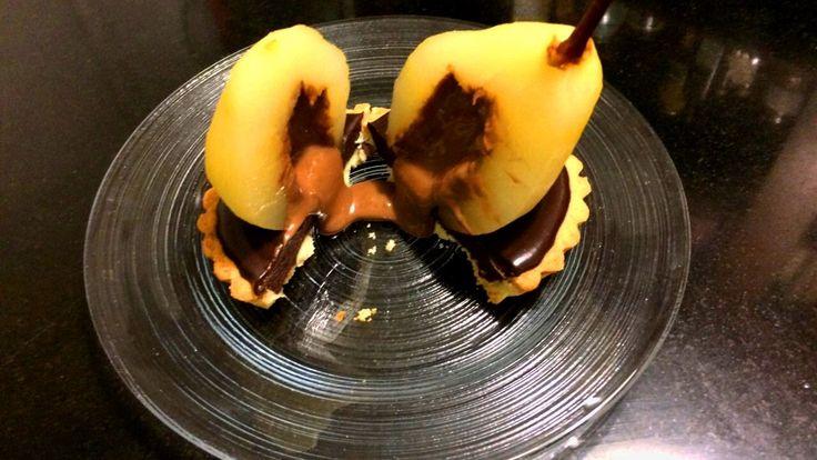 Pera e cuore #fondente di #cioccolato: c'è davvero bisogno di altre descrizioni? LA #RICETTA LA TROVATE SU ROSAPOMPELMO.IT! // #Pear with a luxurious hot #chocolate filling. Do you need anything else? FOLLOW US ON ROSAPOMPELMO.IT FOR THE COMPLETE #RECIPE! #tartelletta #pera #tarte #cake #pasticceria #homemade #comfortfood #patisserie #recette #foodblog #blog #italianfood #instafood #foodnetwork #easy #yummy #pastry #gateau #rezept #poir #chocolat #ganache #coeur #coulant