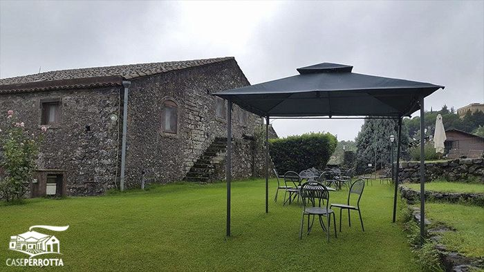 Ampi spazi all'aperto riservati agli ospiti delle camere - Large garden for our hotel guests
