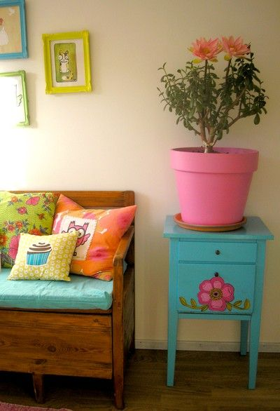 oh so cute pink pot and blue painted drawers with flower motif could be abit to70's