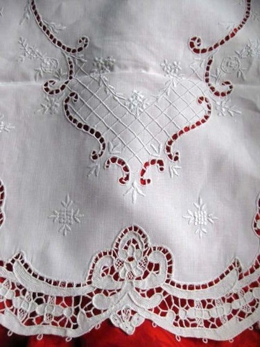 old vintage Point de Venise LACE HAND EMBROIDERED Linen Table RUNNER 52""