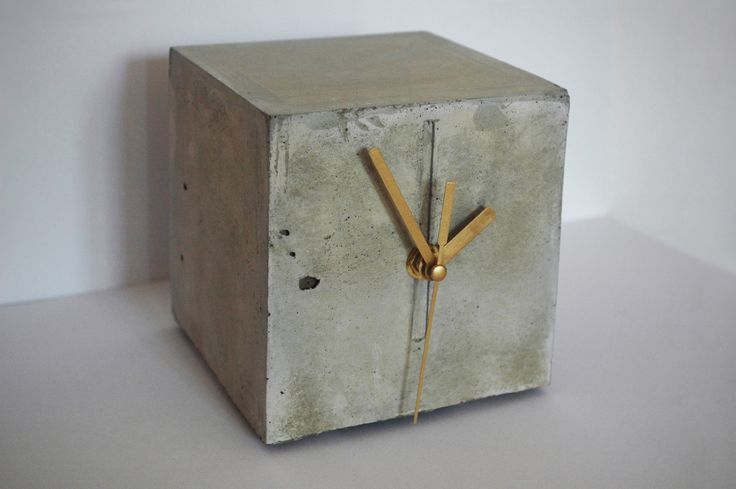 Chronek / Good Time Buddy is a small, stable and discreet concrete clock.