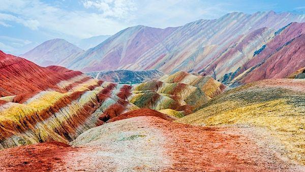 Celá oblast duhové pouště je označena jako geopark.