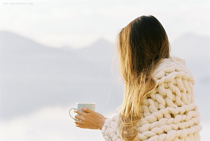 http://sonyakhegay.com/blue-shades-of-winter/ #cozy #blanket #knitted #moring