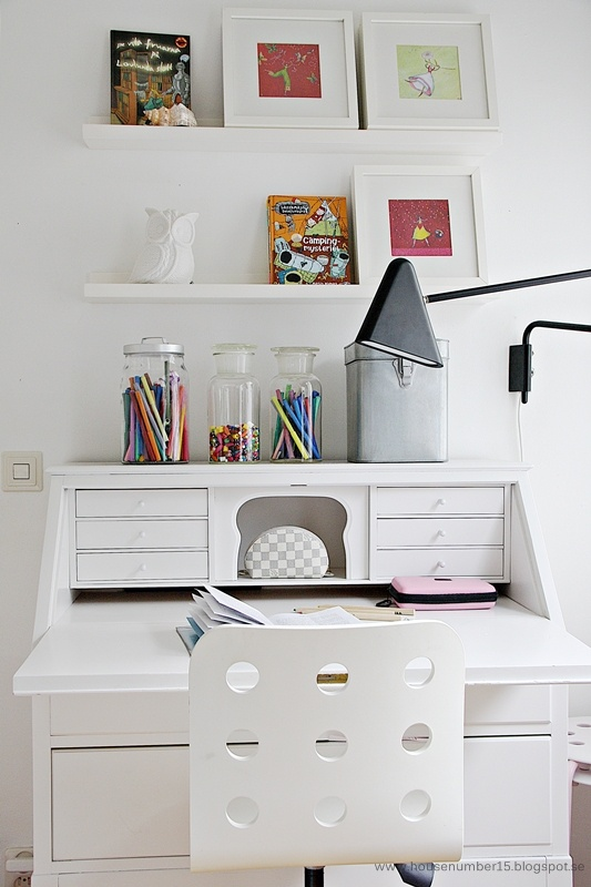 Nice home office look - might work nicely in guest rooms too :D