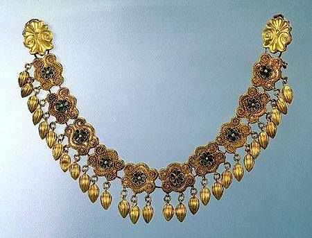 Gold necklace with granular pendants and links with scrolls and rosettes 425-400 BC Nymphaeum