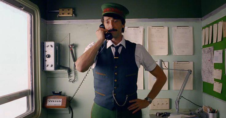 Réalisé par Wes Anderson avec Adrien Brody, notre film évoque la joie de se retrouver pour les fêtes. H&M présente une collection idéale : robes en maille, gilets longs, chandails à capuchon, robes fendues et pulls confortables #cometogether