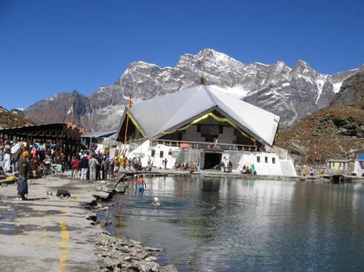 http://www.meriyatrra.com/photos/images/hemkund-sahib_5.jpg