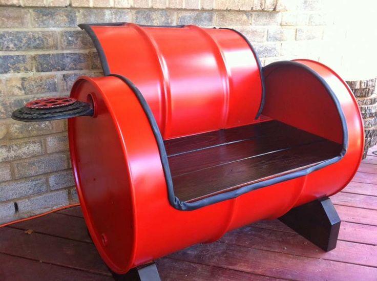 Idées de reconversion d'objets recyclés – baril rouge transformé en fauteuil intéressant