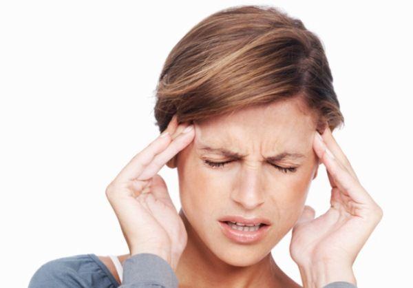 A rohanó életmóddal együtt járó stressz előbb-utóbb fejfájáshoz vezet mindenkinél. A fejfájásnak ezt a típusát legtöbbször a váll és a nyak izmainak feszülése, görcsössége okozza