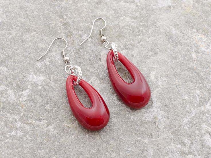 Orecchini a forma di goccia in vetro di murano di un colore rosso corallo. Dimensioni 3,5 x 2 cm