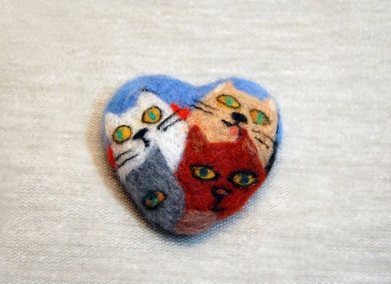 Needle felted heart cat brooch, Needle felted brooch, Felted heart brooch, Cat brooch, Animal brooch pin