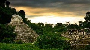 Une balade dans un Mexique connu et pourtant à redécouvrir sans plus tarder, à commencer par sa capitale, surprenante et foisonnante, puis Palenque le splendide site maya entouré d'une végétation tropicale, les attachants villages Tzotziles du Chiapas, les arômes de chocolat et de café d'Oaxaca et en terminant cette balade par les criques blondes et eaux bleues du Pacifique.