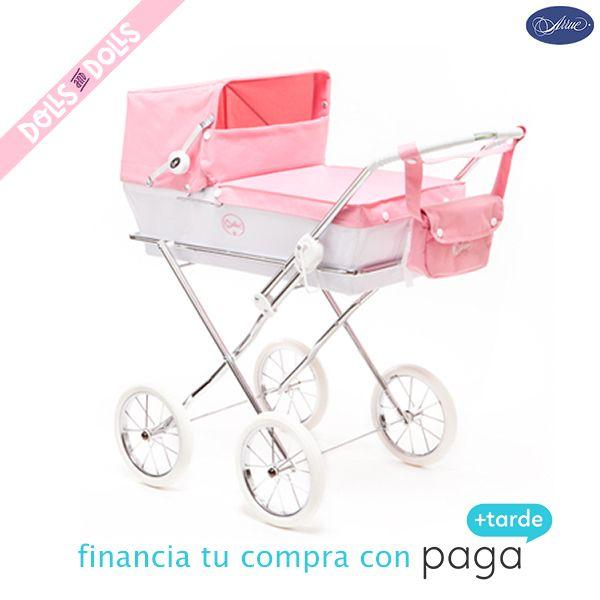 ¿Conoces los cochecitos para muñecas de la marca #Arrue? Son réplicas auténticas de los cochecitos de lujo Arrue para bebés. Los tenemos disponibles en distintos colores: blanco y beige, marino, nevada, rosa y, beige, así no tendrás excusa para elegir el que más te guste. ¡Les encantará pasear a su #muñeca preferida en este elegante cochecito! #Dolls #DollsPram #MadeInSpain #CochecitosArrue #RegaloComunión