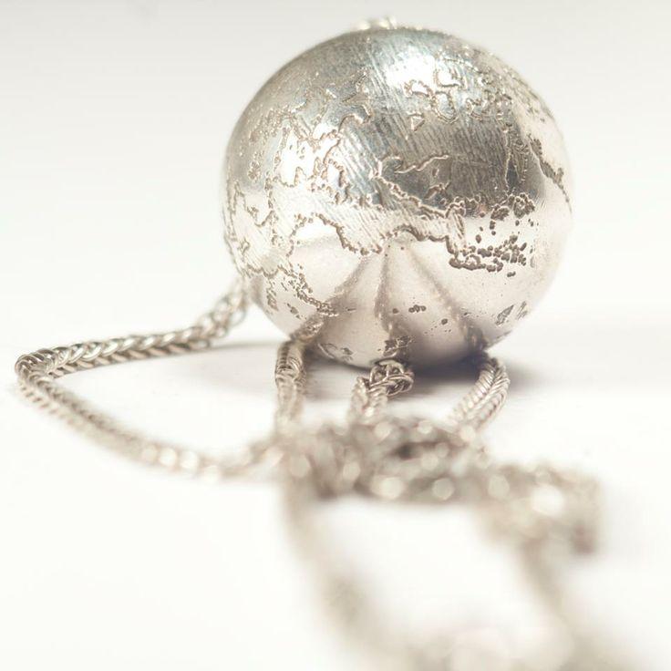 Lia Gonçalves | Joalharia de Autor _ necklace_ corpos celestes collection _ silver