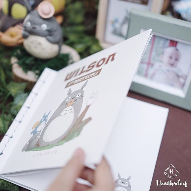 Totoro guestbook is designed and illustrated only for Wilson's 1st Birthday #handkerchiefid . . . . #totoro#totoroparty#guestbook#totorobirthdayparty#totorobook#goodiebagbandung#sketchbook#notebook#jualnotebook#hampersjakarta#tablesettingbandung#bags#hampersbandung#sangjit#dekorasiulangtahun#tabledecorjkt#tabledecorbandung#explorebandung#bandungfoodies#eventstylistbandung#eventstylistjakarta#goodiebagbandung#tablesettingbandung#sangjitbox#hampersmurah#eobandung#infobdg
