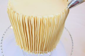 easy buttercream decorating with a large star tip...just start at the bottom and draw a vertical line up the cake...repeat all the way around the cake...done!