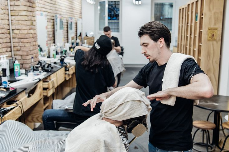 The Nomad Barber delivers a close shave for the well-travelled gentleman