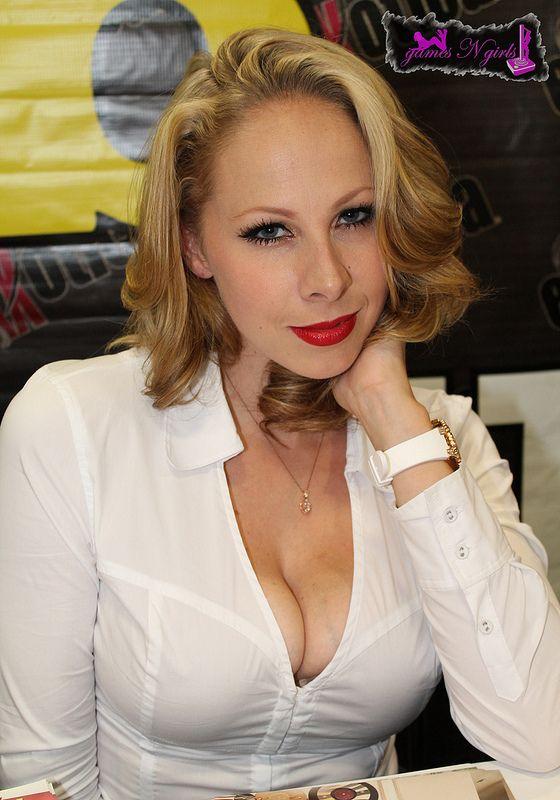 Giana Naked 35